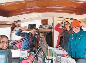 Chris Evans broadcasts from boat in Marlow